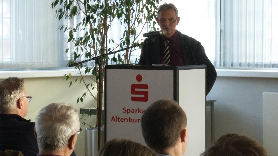 RAG-Vorsitzender Herr Wolfram Schlegel begrüßt seine Mitglieder (Foto: Gunter Auer)